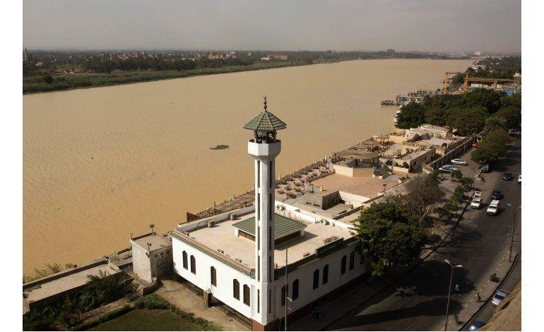 Después de lluvias, río Nilo se vuelve marrón turbio