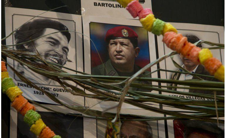 El Che y Hugo Chávez: dos difuntos muy recordados