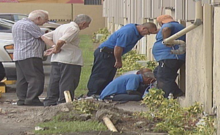 Anciana chocó su vehículo con una tubería de gas y provocó una fuga en un complejo de apartamentos en Hialeah