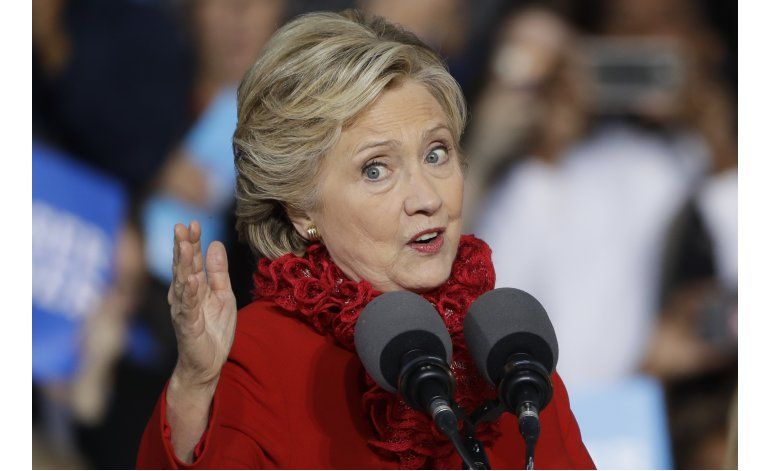 George P. Bush dice que su familia podría votar por Clinton