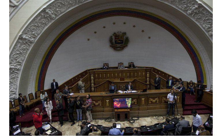 Asamblea posterga debate sobre juicio político a Maduro