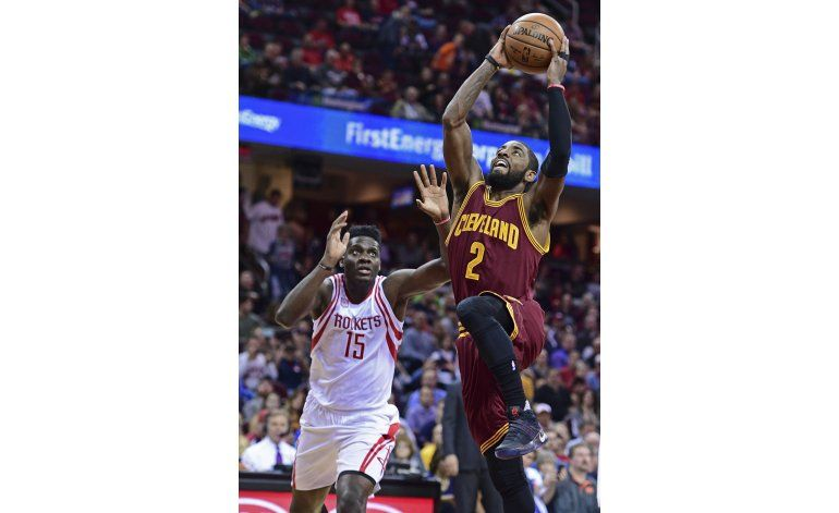 Irving anota 32 y Cavs siguen invictos