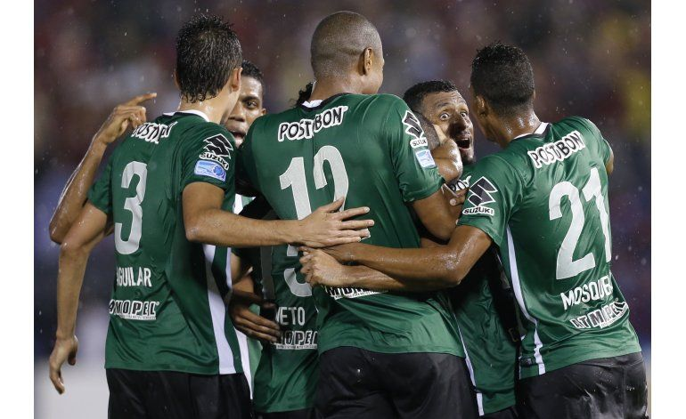 Atlético Nacional empata 1-1 con Cerro en ida de las semis
