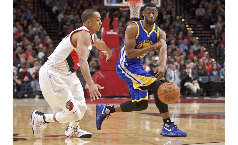 Curry anota 28 puntos, Warriors ganan a Portland 127-104