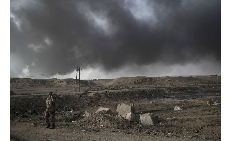 Tropas iraquíes frenan avance a Mosul, despejan un barrio