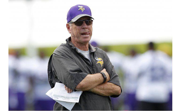 Turner renuncia a cargo de coordinador ofensivo de Vikings