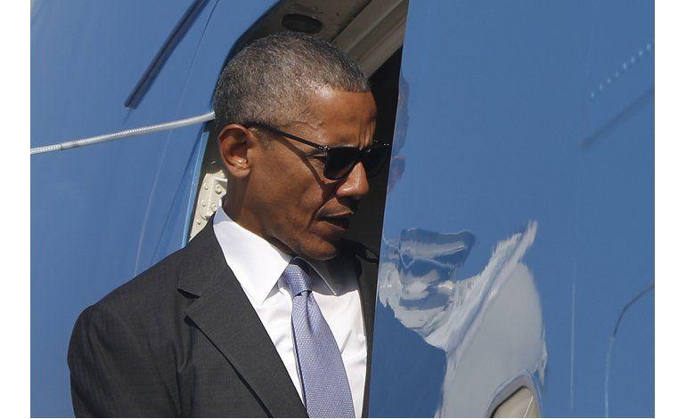 Obama defiende a Clinton en caso de correos