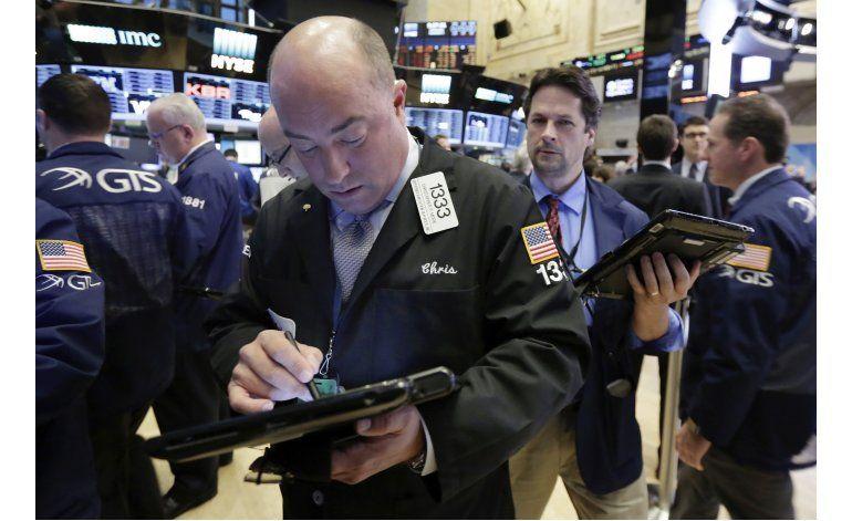 Temores sobre elección presidencial pesan en Wall Street