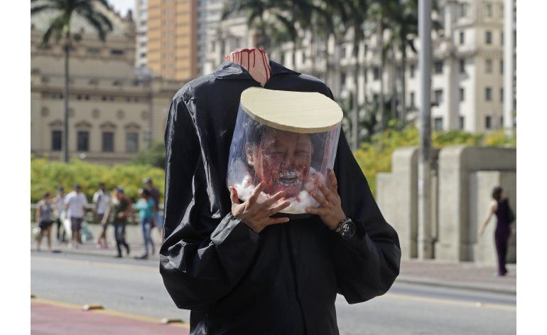 Zombis asechan a turistas en Río de Janeiro