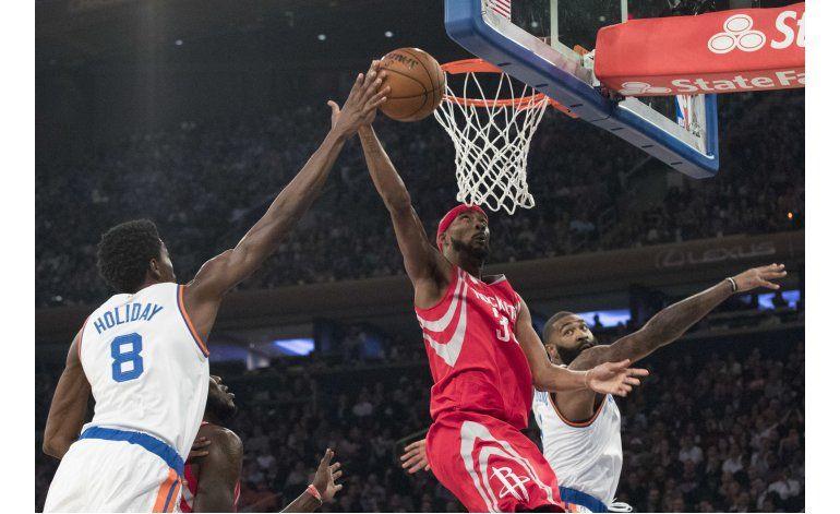 Harden logra 30 puntos y 15 asistencias ante los Knicks