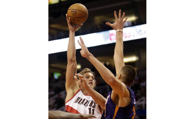 Un triple de Bledsoe sella triunfo de Suns sobre Portland