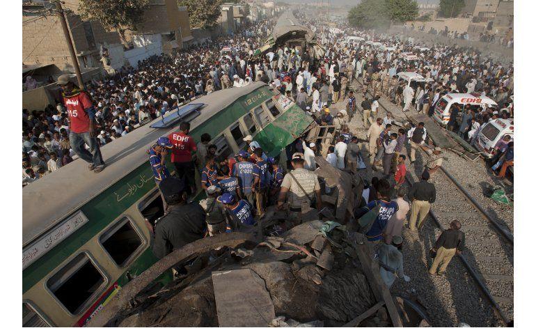 Mueren 19 personas en un choque de trenes en Pakistán
