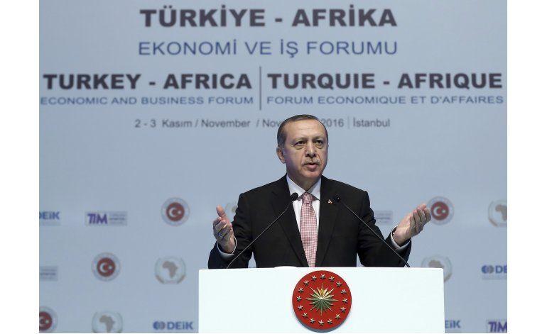 Turquía despide mil soldados, detiene personal universitario