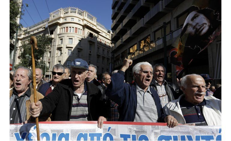 Jubilados marchan contra recortes del gobierno griego