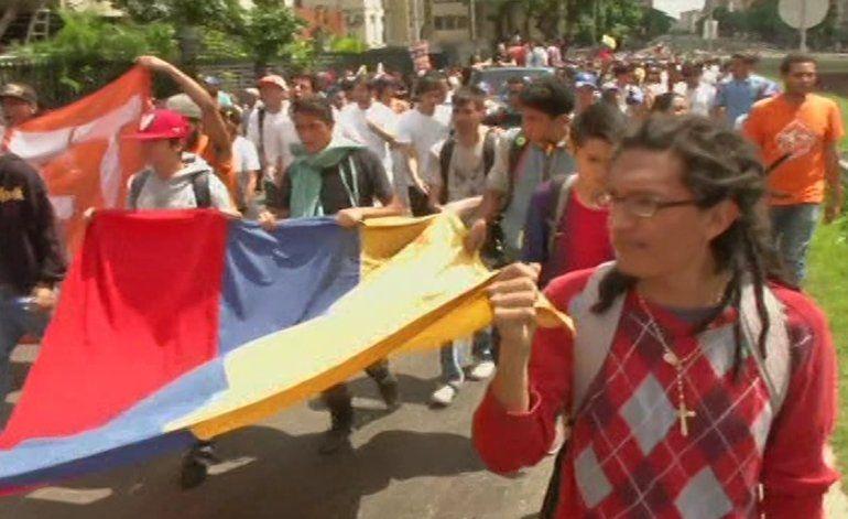 Estudiantes toman las calles de Caracas y se declaran en protesta permanente contra el gobierno