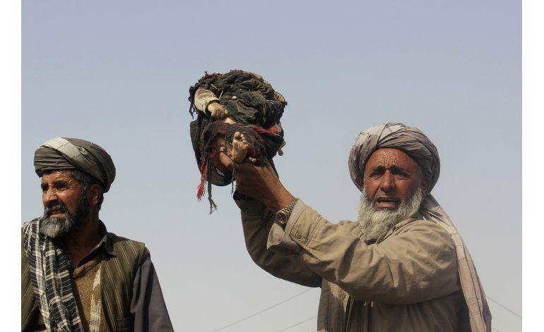 Mueren 26 civiles en incursión afgana contra el Talibán