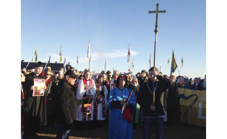Clérigos se unen a manifestantes contra oleoducto en Dakota