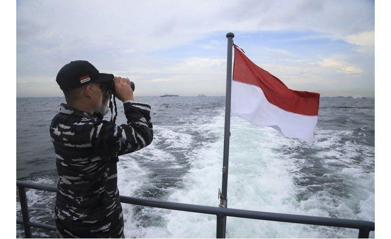 Aumenta a 38 la cifra de muertos por naufragio en Indonesia