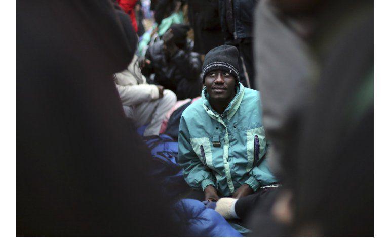 Concluye el desalojo de enorme campamento migrante en París