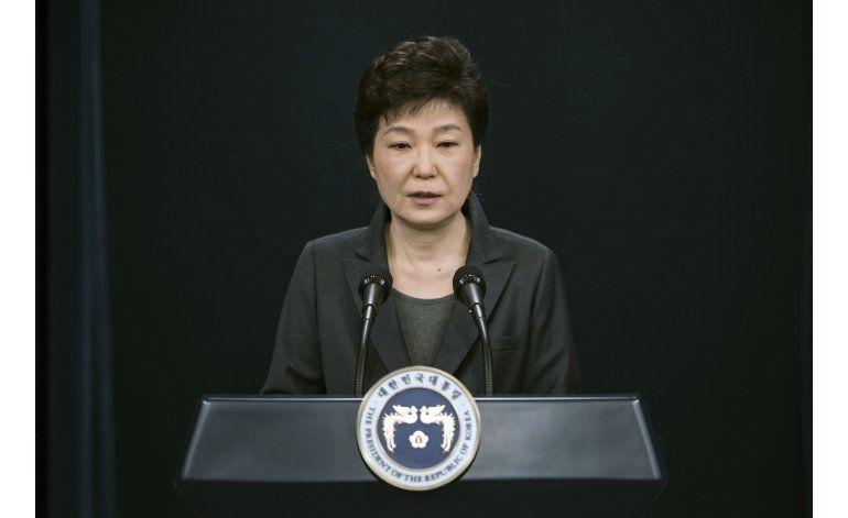 Presidenta sudcoreana gana tiempo con emotiva confesión