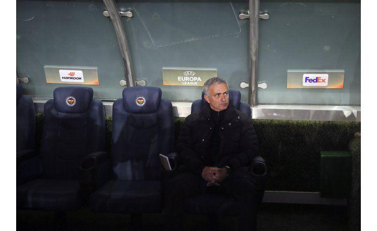 Un frágil United se desploma bajo el mando de Mourinho