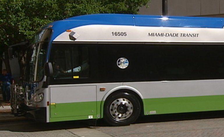Condado Miami-Dade inaugura flota de 11 nuevos autobuses