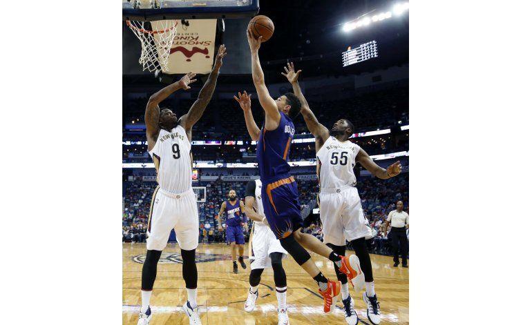Booker y los Suns derrotan a Pelicans en tiempo extra