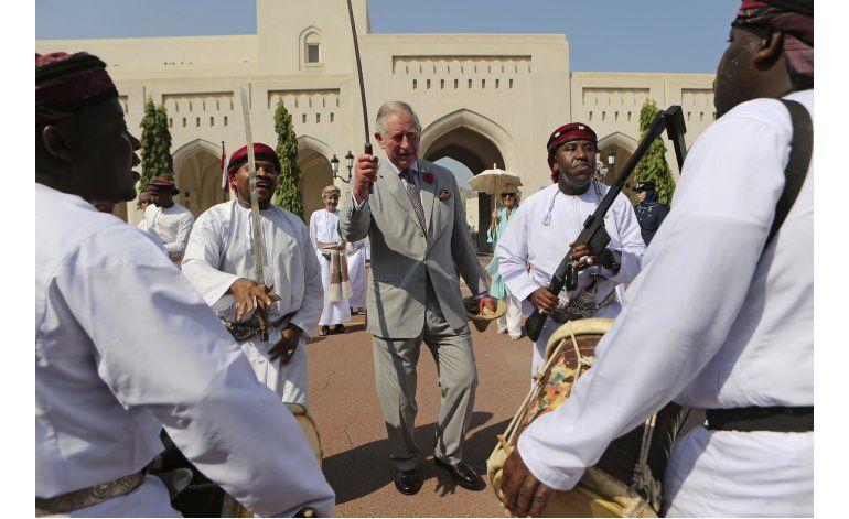 El príncipe Carlos y Camila inician gira por Medio Oriente