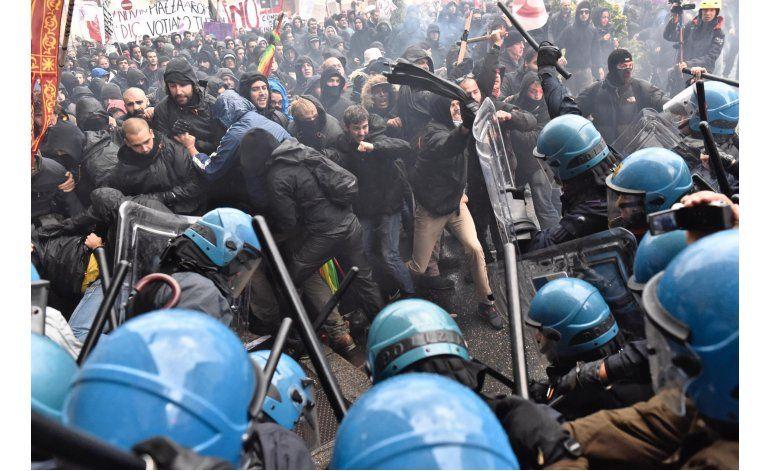 Reprimen protesta en Florencia con gas lacrimógeno