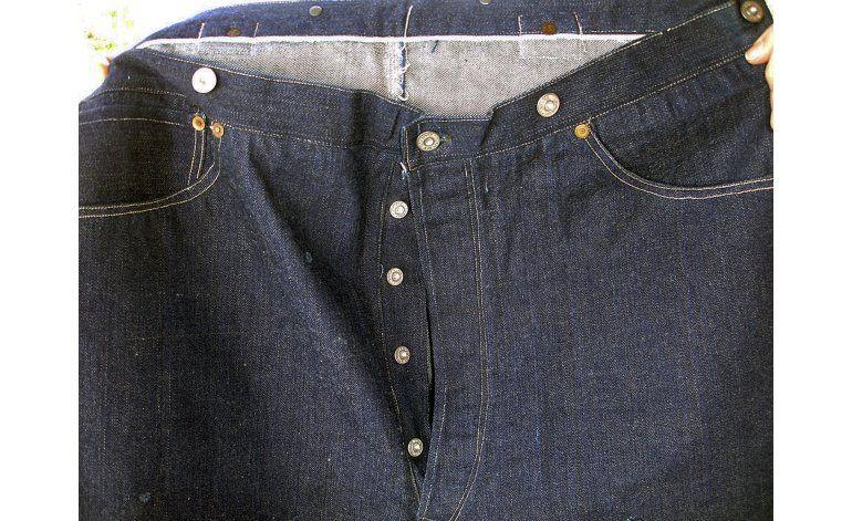 Problemas técnicos retrasan subasta de pantalones de 1893