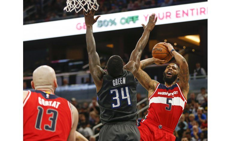 Magic usa jugadores de reserva para ganar a Wizards 88-86