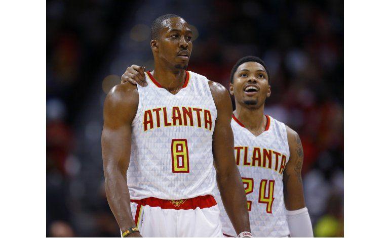 Howard luce con Hawks ante su equipo anterior