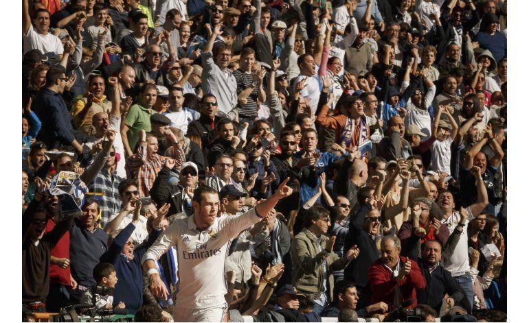 Messi marca gol 500, pero Madrid mantiene ventaja en la cima