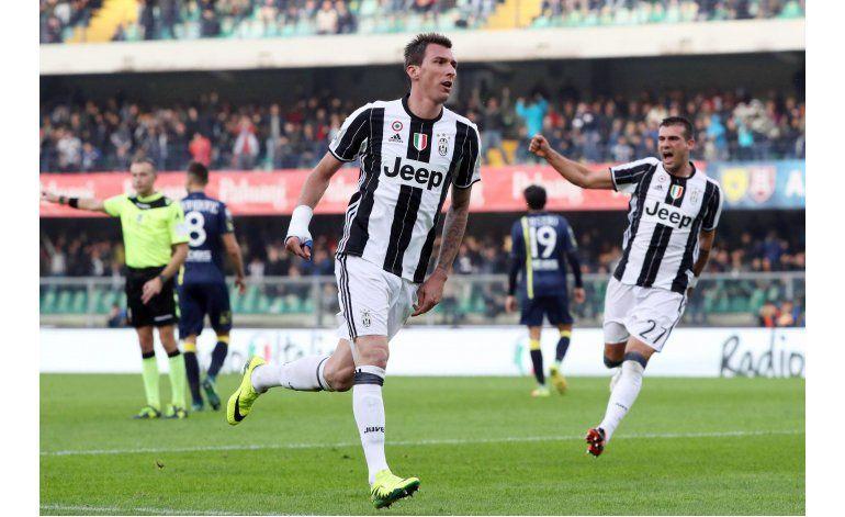 Juventus sufre para vencer 2-1 a Chievo en la Serie A