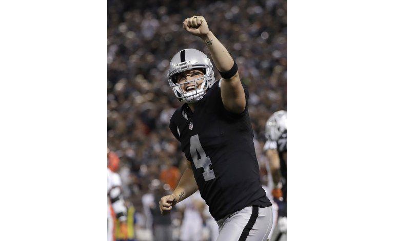 Raiders vencen a Broncos y lideran su división