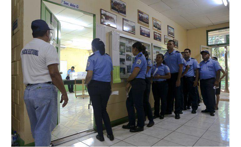 Ortega, reelegido para un complicado nuevo mandato