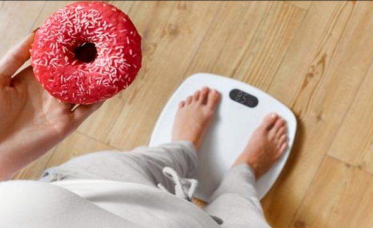 Por qué comer con moderación puede ser el peor consejo para bajar de peso