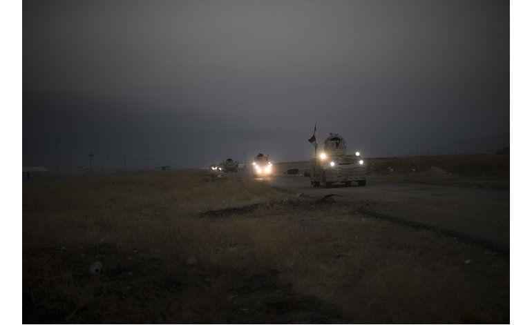 Curdos avanzan sobre poblado ocupado por el Estado Islámico