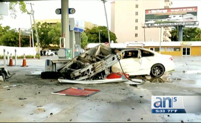Vehículo  choca contra una estación de gasolina que deja dos muerto y dos heridos