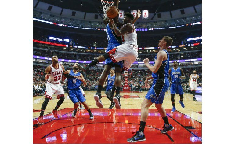 Butler y Bulls vapulean a Magic