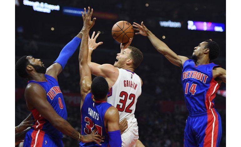 Clippers aplastan a Detroit con record de triples