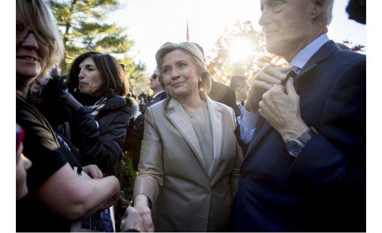 Clinton deposita su voto, dice estar lista para desafíos
