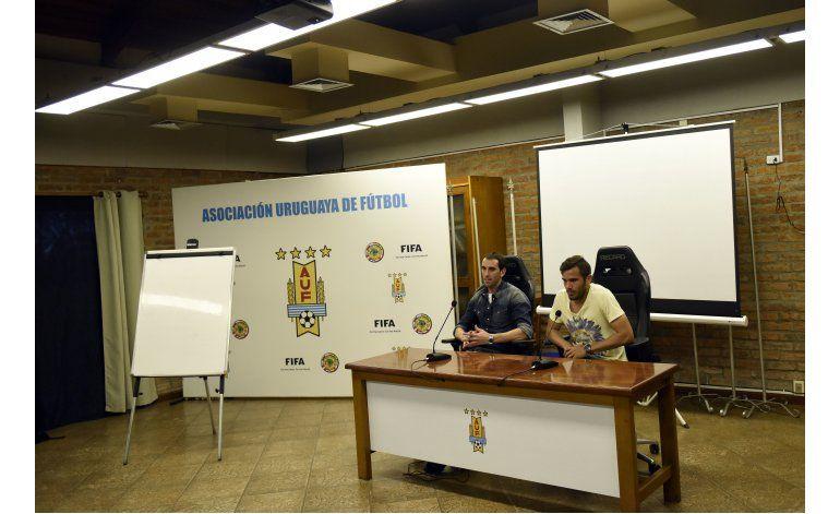 Jugadores de selección uruguaya rechazan sponsors de la AUF