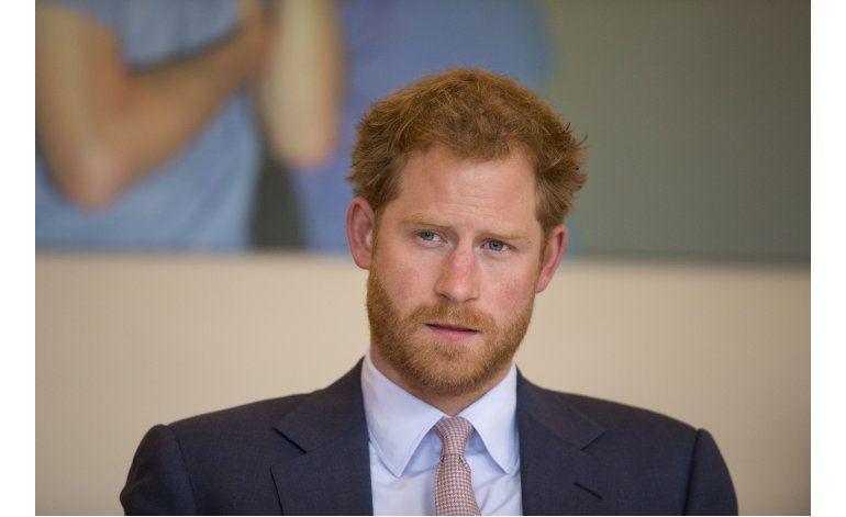 Príncipe Enrique repudia abuso de su novia por los medios