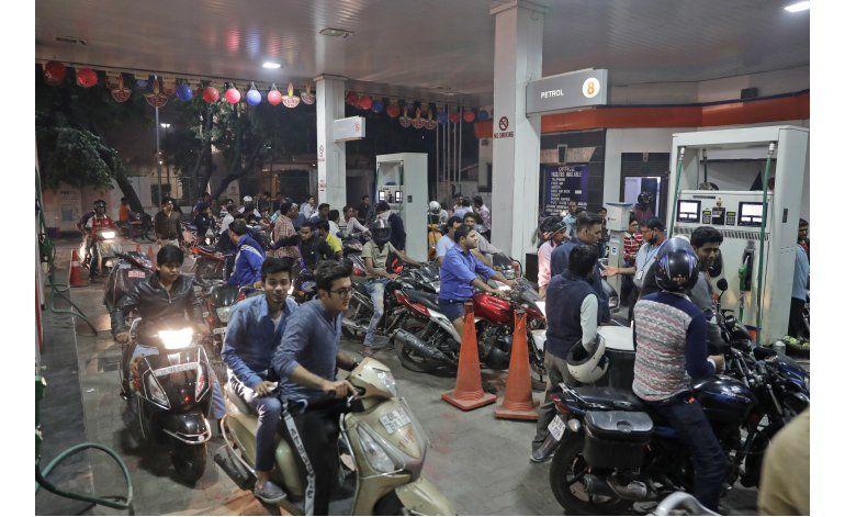 India retira sus billetes de mayor denominación