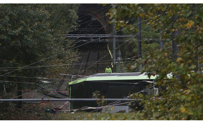 Descarrila tranvía en Londres; mueren 7, hay 50 heridos
