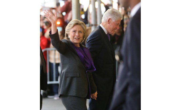 Clinton pide a sus seguidores aceptar resultado