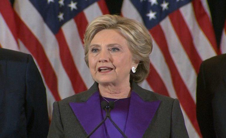 Hillary Clinton reconoce la derrota y se ofrece a trabajar con Trump