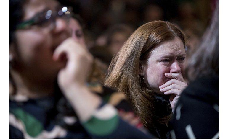 Muchas mujeres que votaron por Clinton derraman lágrimas