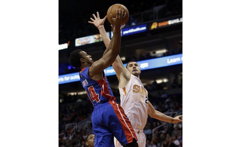 Bledsoe, Dudley lideran a Suns sobre Pistons 105-99